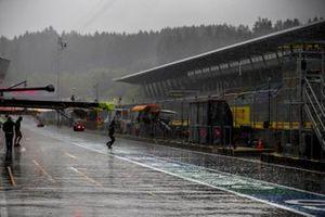 Heavy Rain in the pit lane