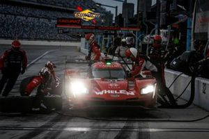 #31 Whelen Engineering Racing Cadillac DPi, DPi: Pipo Derani, Gabby Chaves, pit stop