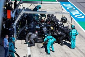 Valtteri Bottas, Mercedes AMG F1 W11, makes a pit stop