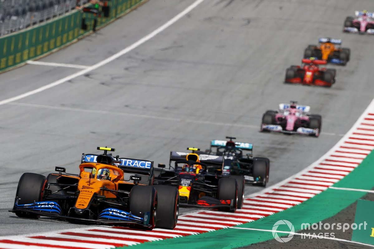 Lando Norris, McLaren MCL35, Alex Albon, Red Bull Racing RB16 y Lewis Hamilton, Mercedes F1 W11 EQ Performance