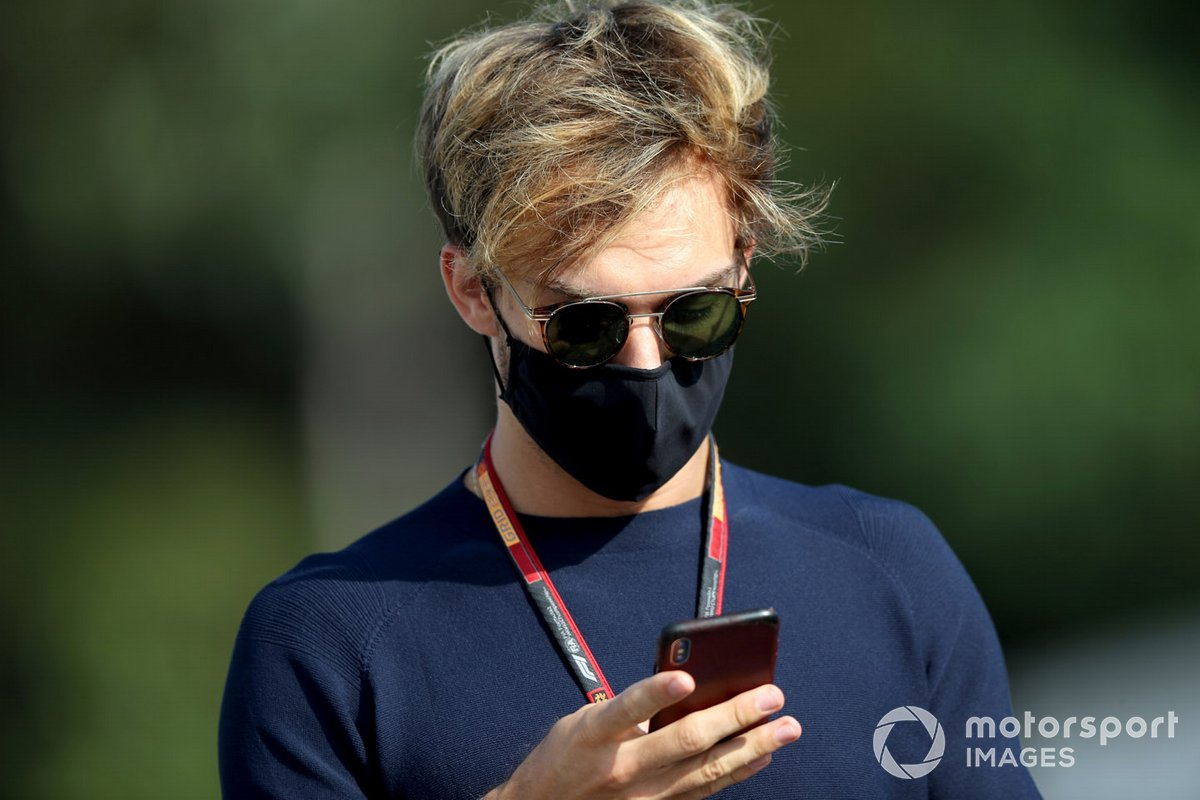 Pierre Gasly, AlphaTauri arrives at the track.