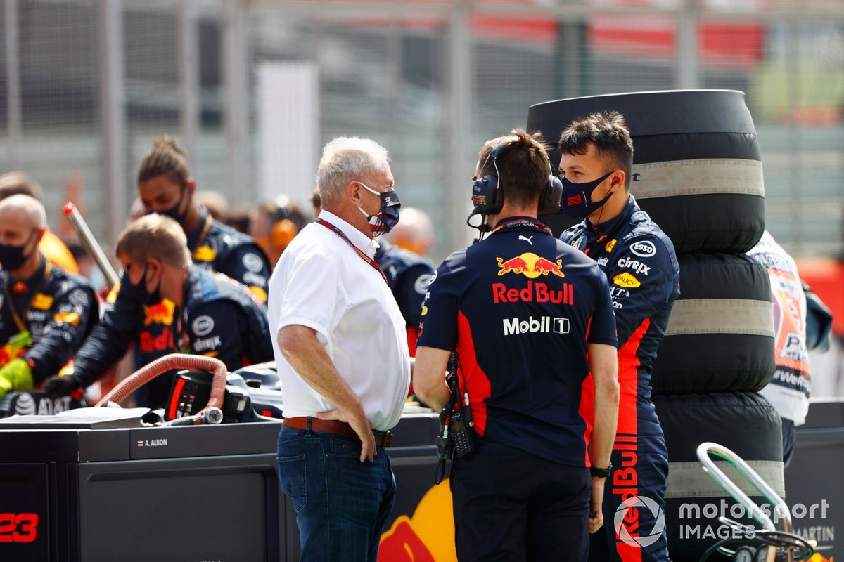 Helmut Marko, Consultant, Red Bull Racing, e Alex Albon, Red Bull Racing