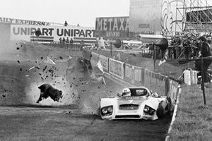Jochen Mass crashes his Essex Porsche
