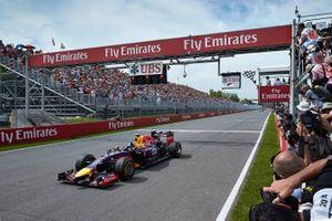 Daniel Ricciardo, Red Bull Racing RB10 Renault