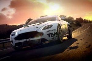 Aston Martin Vantage GT4 action