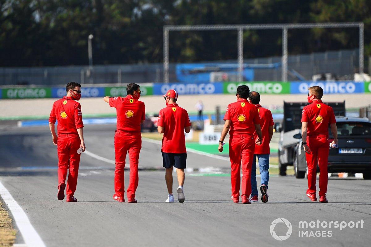Sebastian Vettel, Ferrari, y Marc Gené