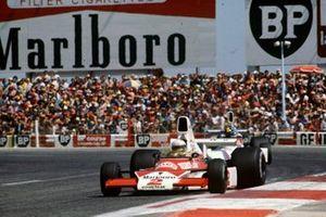 Jochen Mass, McLaren M23, Carlos Pace, Brabham BT44B