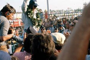 Podio: ganador Emerson Fittipaldi celebra