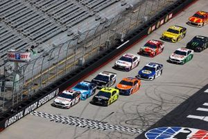 Restart: Brad Keselowski, Team Penske, Ford Mustang, führt