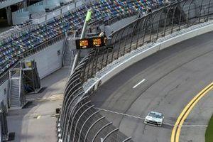 Austin Cindric, Team Penske, Ford Mustang taking the checkered flag