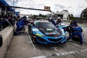 #57 Heinricher Racing w/MSR Curb-Agajanian Acura NSX GT3, GTD: Alvaro Parente, Misha Goikhberg, pit stop
