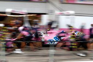 Механики Racing Point тренируют проведение пит-стопов