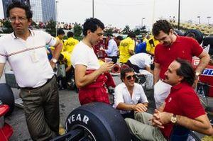 Michele Alboreto, Ferrari, mit Mauro Forghieri und Clay Regazzoni