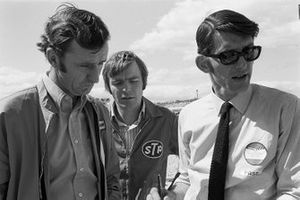 Team Managers Phil Kerr van Mclaren, Max Mosley van March en Peter Warr van Lotus