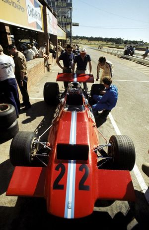 The de Tomaso 505, entered by Frank Williams debuted by Piers Courage