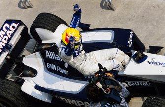 Le vainqueur Ralf Schumacher, Williams dans le parc fermé