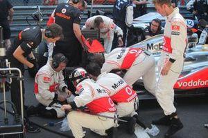 Lewis Hamilton, McLaren MP-26 en el reinicio de la parrilla