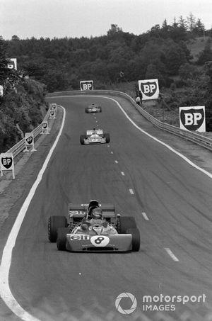Patrick Depailler, Tyrrell 004 Ford leads Chris Amon, Matra MS120D