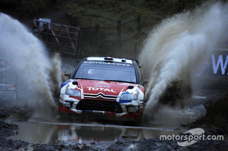 Zur Belohnung für den Junior-Titel bekommt Ogier von Citroen bei der Rallye Großbritannien seinen ersten Start im WRC-Auto geschenkt. Dabei schockt er die Konkurrenz und gewinnt gleich die erste WP. Auf Platz acht liegend scheidet Ogier am zweiten Tag nach einem Unfall aus.