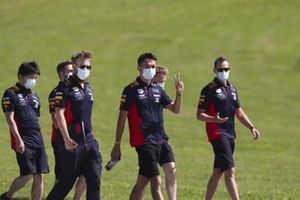 Alex Albon, Red Bull Racing walks the track with his team
