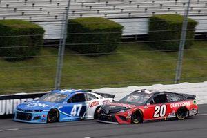 Ricky Stenhouse Jr., JTG Daugherty Racing, Chevrolet Camaro Kroger and Erik Jones, Joe Gibbs Racing, Toyota Camry Craftsman