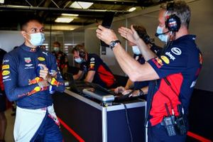 Alex Albon, Red Bull Racing talks with Red Bull Racing Team Manager Jonathan Wheatley