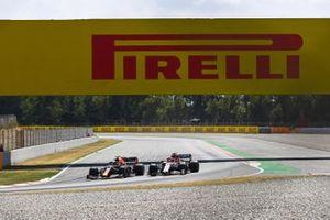 Alex Albon, Red Bull Racing RB16, leads Kimi Raikkonen, Alfa Romeo Racing C39