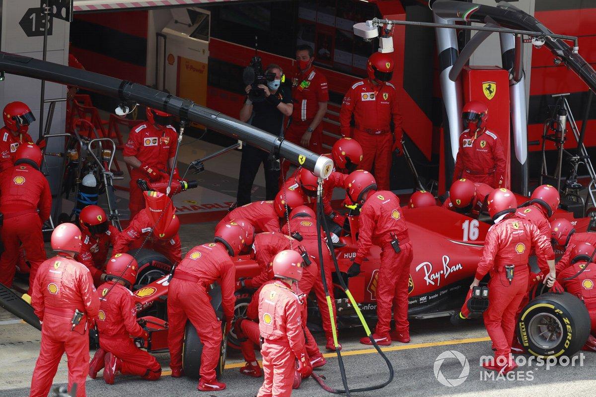 Charles Leclerc, Ferrari SF1000, ai box