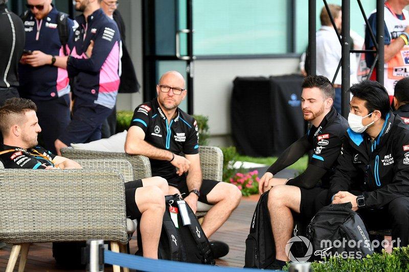 Meccanici Williams nel paddock