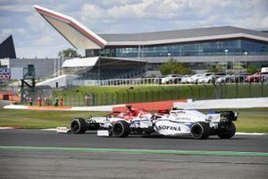 Kimi Raikkonen, Alfa Romeo Racing C39, Nicholas Latifi, Williams FW43