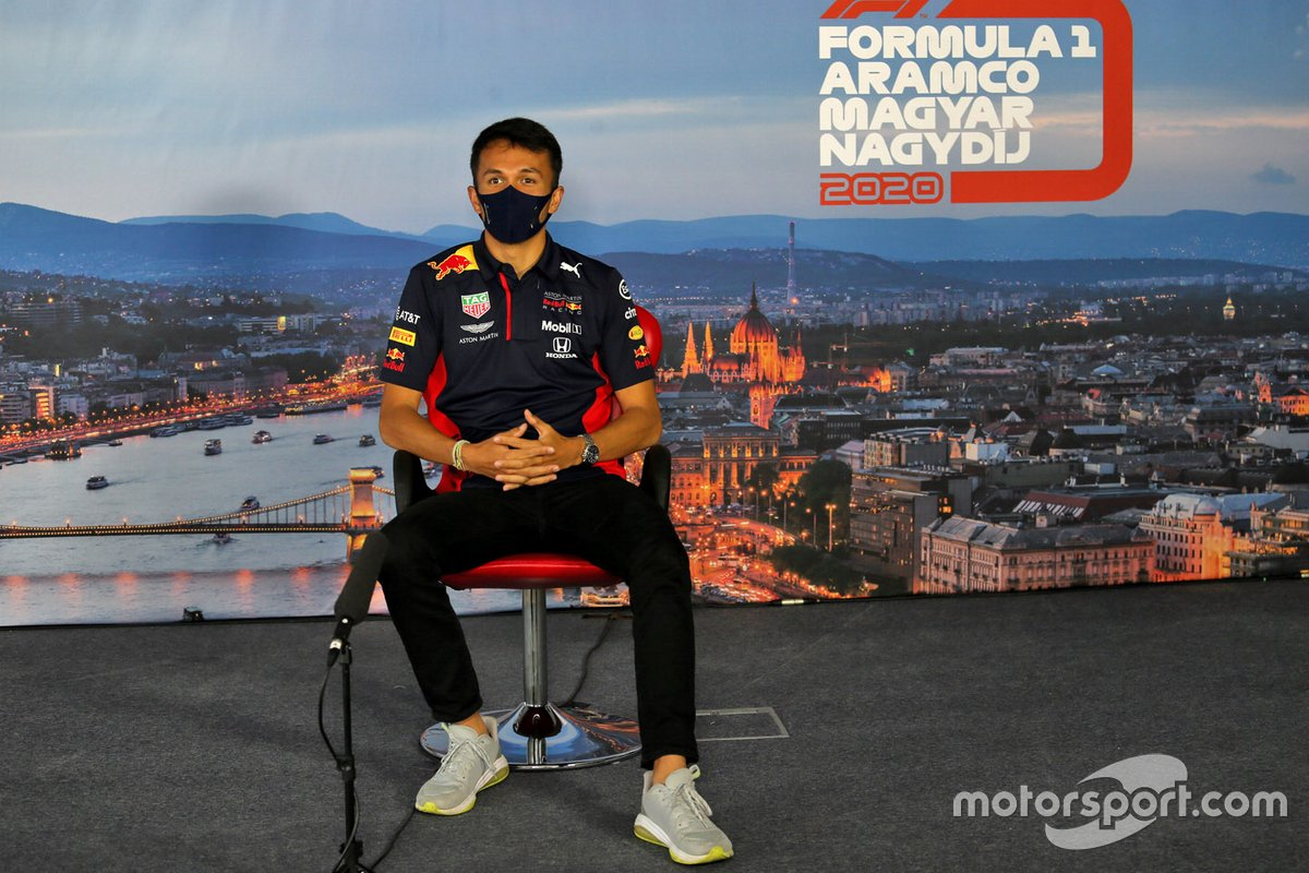 Alex Albon, Red Bull Racing en la conferencia de prensa