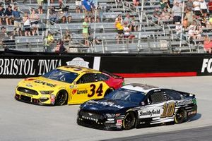 Aric Almirola, Stewart-Haas Racing, Ford Mustang Smithfield y Michael McDowell, Front Row Motorsports, Ford Mustang Love's Travel Stops