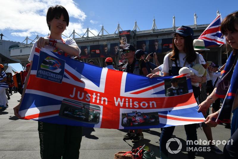 Fans et bannière Justin Wilson