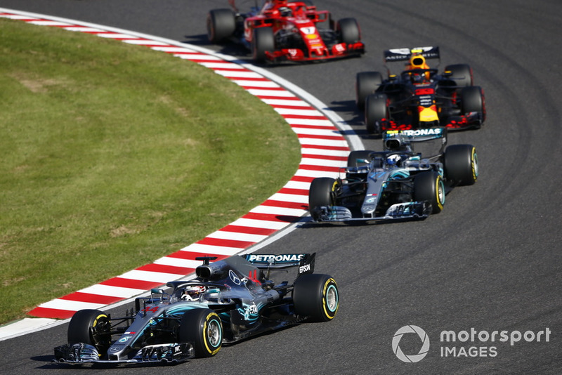 Lewis Hamilton, Mercedes AMG F1 W09, Valtteri Bottas, Mercedes AMG F1 W09 y Sebastian Vettel, Ferrari SF71H