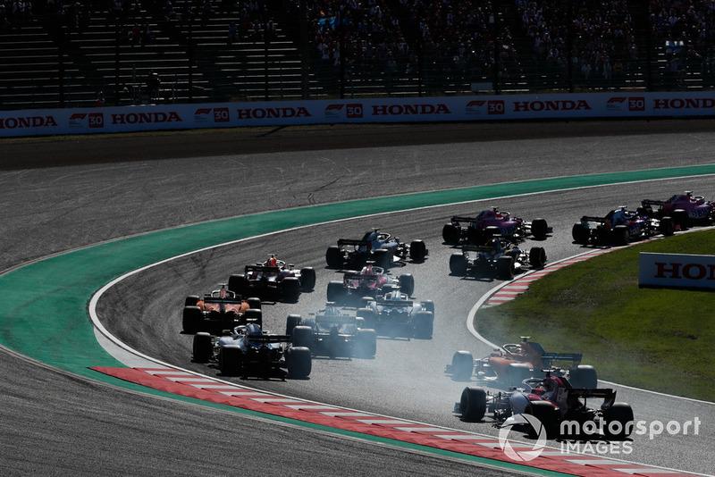 Lance Stroll, Williams FW41, Stoffel Vandoorne, McLaren MCL33, y Marcus Ericsson, Sauber C37