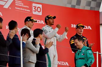 Valtteri Bottas, Mercedes AMG F1, Lewis Hamilton, Mercedes AMG F1 en Max Verstappen, Red Bull Racing op het podium