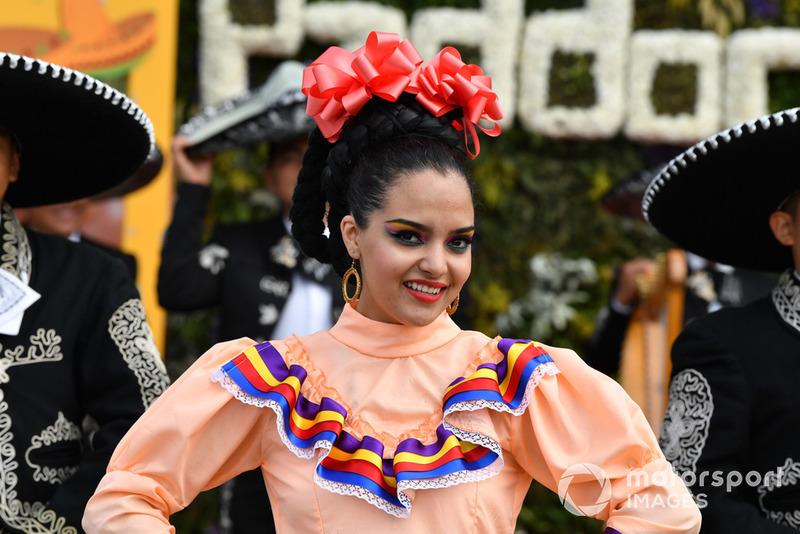 Танцовщики