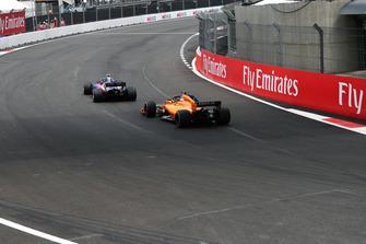 Fernando Alonso, McLaren MCL33 and Pierre Gasly, Scuderia Toro Rosso STR13