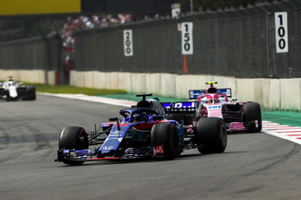 Brendon Hartley, Toro Rosso STR13, Esteban Ocon, Racing Point Force India VJM11