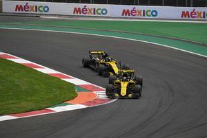 Carlos Sainz Jr., Renault Sport F1 Team R.S. 18 leads Nico Hulkenberg, Renault Sport F1 Team R.S. 18