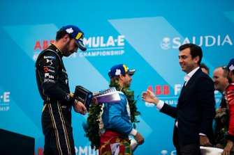 Jean-Eric Vergne, DS TECHEETAH examines his second position trophy