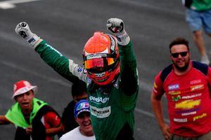 Agustín Canapino celebra su tercer campeonato de Turismo Carretera