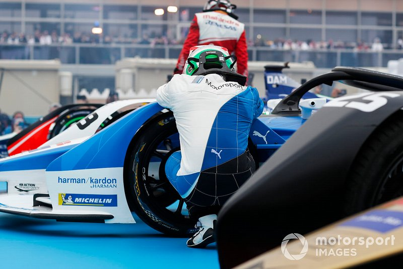 Antonio Felix da Costa, BMW I Andretti Motorsports kneels beside his car