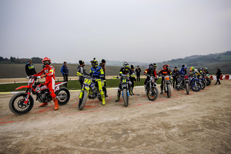 Valentino Rossi y participantes