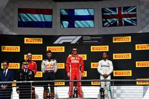 Max Verstappen, Red Bull Racing, Kimi Raikkonen, Ferrari en Lewis Hamilton, Mercedes AMG F1 op het podium