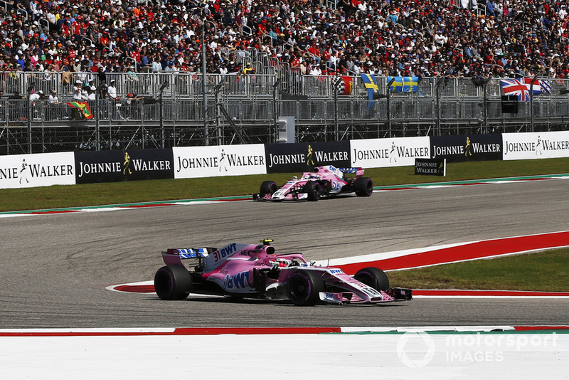 Esteban Ocon, Racing Point Force India VJM11 and Sergio Perez, Racing Point Force India VJM11