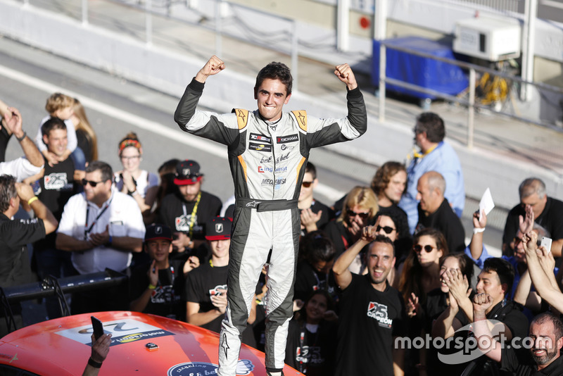 Il Campione Mikel Azcona, PCR Sport Cupra TCR Eric Alonso