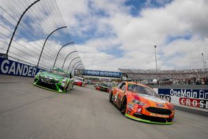 Pace-Laps: Kyle Busch, Joe Gibbs Racing, Toyota Camry Interstate Batteries, Kevin Harvick, Stewart-Haas Racing, Ford Fusion Busch Outdoors