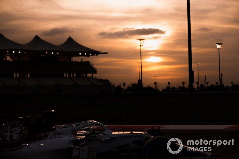 Antonio Giovinazzi, Sauber C37, at sunset