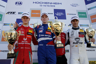Podium: Race winner Robert Shwartzman, PREMA Theodore Racing Dallara F317 - Mercedes-Benz, second place Mick Schumacher, PREMA Theodore Racing Dallara F317 - Mercedes-Benz, third place Alex Palou, Hitech Bullfrog GP Dallara F317 - Mercedes-Benz